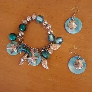 Jewelry - Beachy seashell bracelet and earrings set